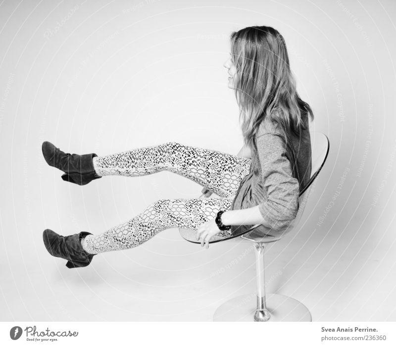 wui. Mensch Jugendliche Freude feminin Glück Mode blond außergewöhnlich Fröhlichkeit Junge Frau 18-30 Jahre Stuhl dünn drehen Lebensfreude langhaarig