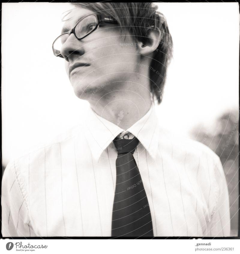 Locker lassen Mensch maskulin Junger Mann Jugendliche Erwachsene Leben Gesicht Brust 1 18-30 Jahre Hemd Krawatte Haare & Frisuren brünett kurzhaarig atmen