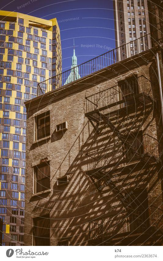 NYC - Architecture III Skyline Froschperspektive Tag Außenaufnahme Gedeckte Farben Farbfoto Stadt New York City USA Amerika Hauptstadt Stadtzentrum Menschenleer