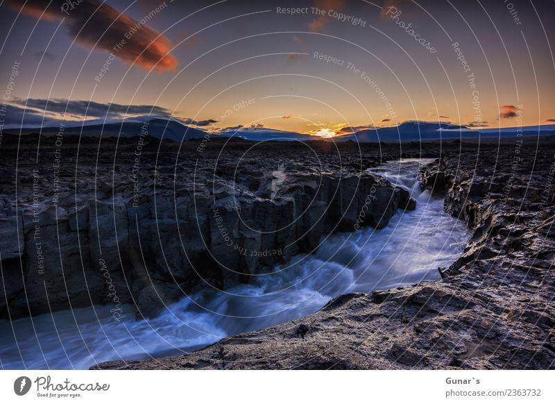 Milchiger Gletscherfluss Geita im Lavafeld Geitlandshraun.... Erholung Ferien & Urlaub & Reisen Tourismus Ausflug Abenteuer Ferne Freiheit Expedition