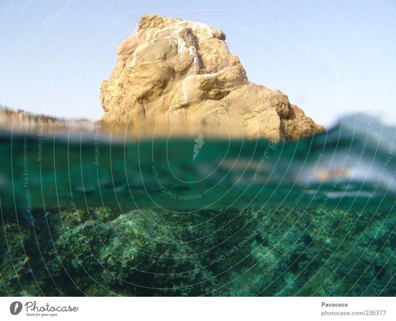 Fels über Wasser Natur Meer Sommer Ferien & Urlaub & Reisen Stein Landschaft Wellen Insel tauchen Schwimmen & Baden entdecken Bucht Schönes Wetter
