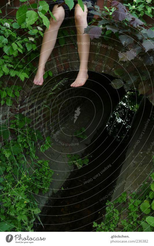 Spürst du das auch? Frau Natur Jugendliche Wasser ruhig Erholung feminin Freiheit Stein Beine Fuß Zufriedenheit natürlich außergewöhnlich Brücke authentisch