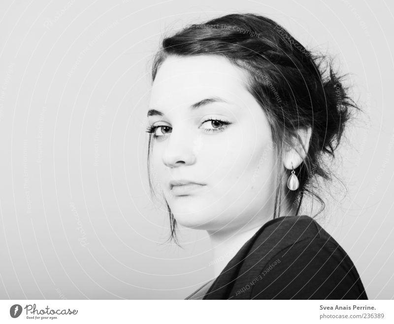 indem wir uns über das Leben beschweren. feminin Junge Frau Jugendliche Kopf Haare & Frisuren Gesicht 1 Mensch 18-30 Jahre Erwachsene Accessoire Ohrringe Zopf