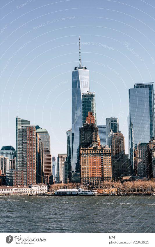 NYC - One World TC Skyline Froschperspektive Tag Außenaufnahme Gedeckte Farben Farbfoto Stadt New York City USA Amerika Hauptstadt Stadtzentrum Menschenleer