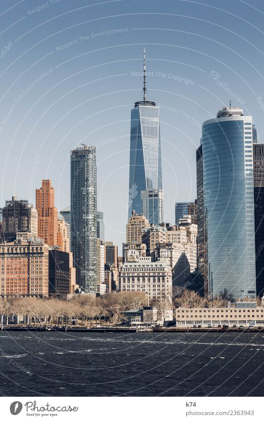 NYC - One World TC II Skyline Froschperspektive Tag Außenaufnahme Gedeckte Farben Farbfoto Stadt New York City USA Amerika Hauptstadt Stadtzentrum Menschenleer