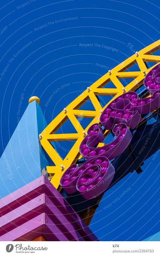 NYC - Luna Park Coney Island - SCR (blue) Wolkenloser Himmel blau gelb violett Vergnügungspark Geometrie Buchstaben Leuchtreklame Bogen Detailaufnahme Farbfoto