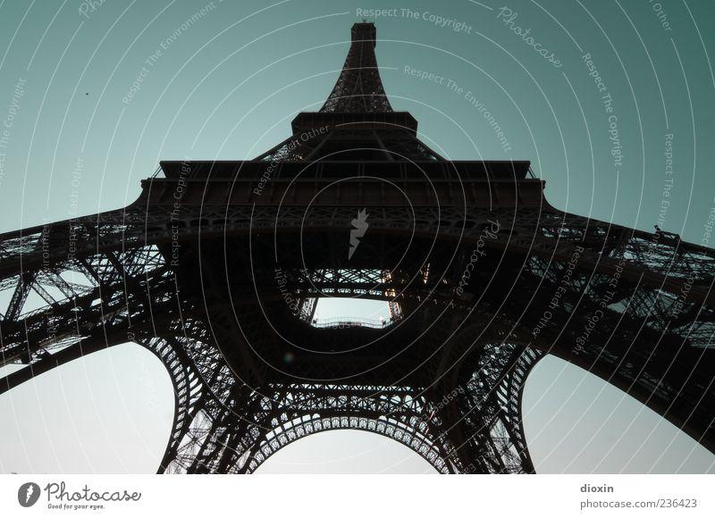 10.000 Tonnen Himmel alt Architektur Metall hoch authentisch Europa Turm Bauwerk Paris historisch Schönes Wetter Wahrzeichen Frankreich Hauptstadt