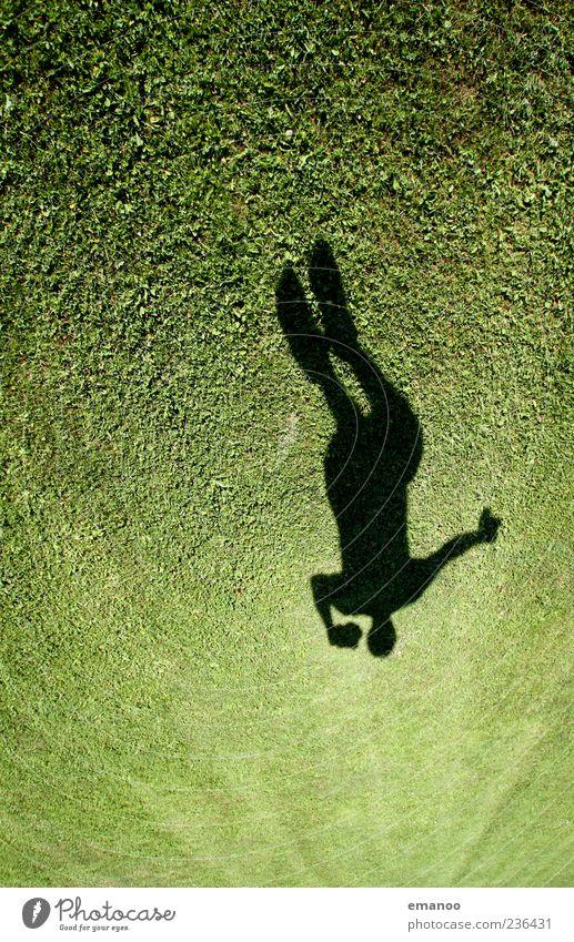 Grashüpfer Mensch Natur Jugendliche grün Ferien & Urlaub & Reisen Sommer Freude Landschaft Leben Wiese Freiheit Bewegung Gras springen Garten Stil