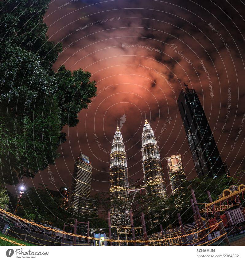Die Skyline über die Twin Petronas Towers. Lifestyle Freude Ferien & Urlaub & Reisen Freiheit Städtereise Nachtleben Büro Baustelle Business