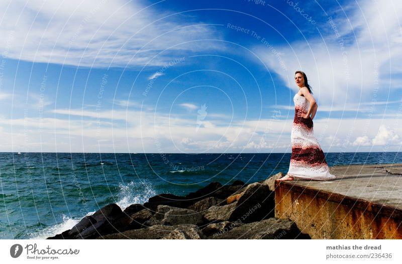 BRANDUNG Mensch Himmel Jugendliche Wasser schön Sommer Wolken Erwachsene feminin Küste Haare & Frisuren Stein Stil Mode Horizont Wellen