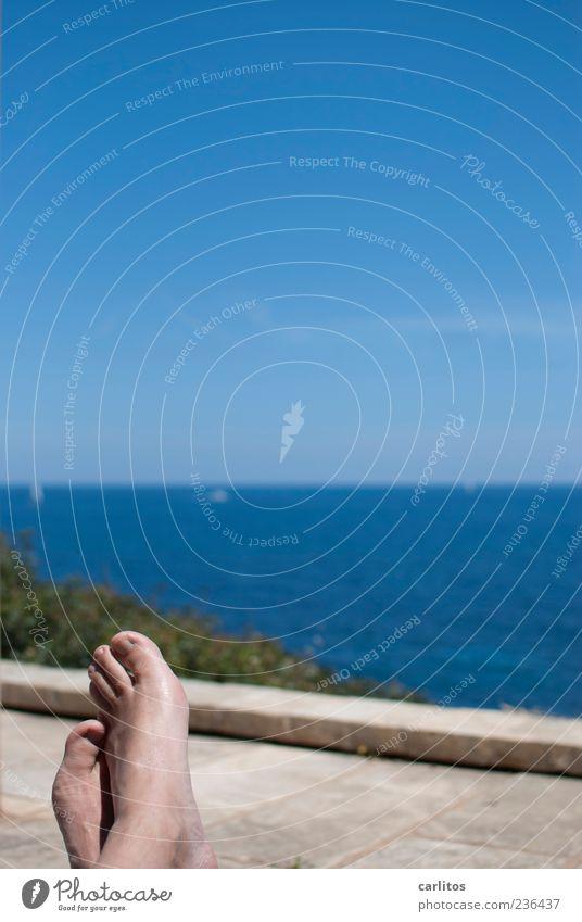 Pflichtfoto (erledigt) Himmel Mann blau Wasser Sommer Meer ruhig Erwachsene Erholung Wärme Küste Mauer Fuß Horizont Zufriedenheit liegen