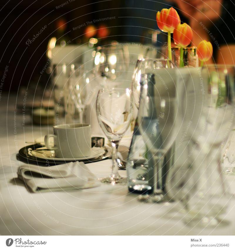Meine Hochzeitsfeier Feste & Feiern Party glänzend Glas Tisch Trinkwasser Getränk Kaffee Wein Restaurant Tasse Flasche Abendessen Tulpe Alkohol Tischwäsche