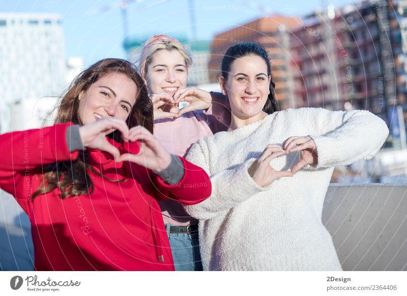 Frau Mensch Jugendliche Junge Frau schön Hand Freude 18-30 Jahre Erwachsene Lifestyle Liebe Gefühle feminin Glück Spielen Menschengruppe