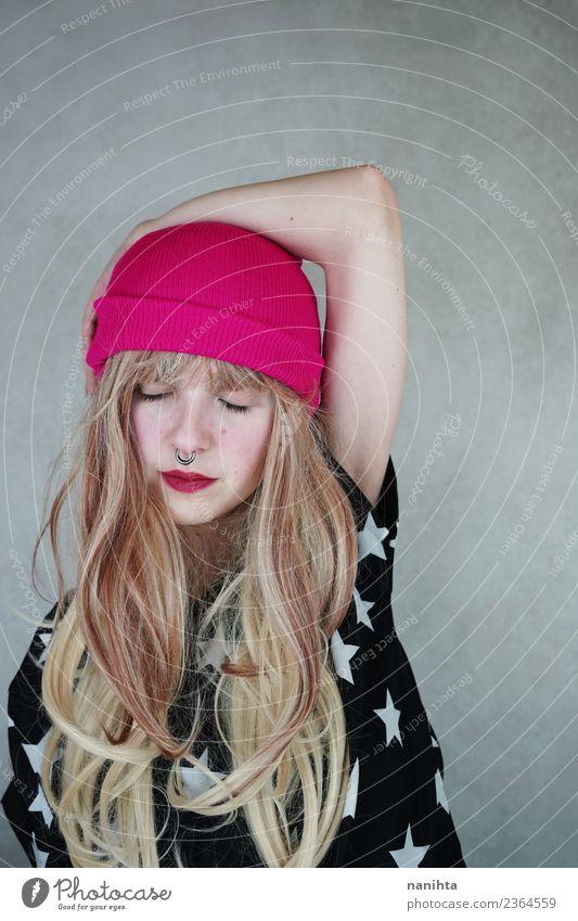 Junge coole Frau in einem Studio-Shooting Lifestyle Stil Design schön Haare & Frisuren Mensch feminin Junge Frau Jugendliche 1 18-30 Jahre Erwachsene