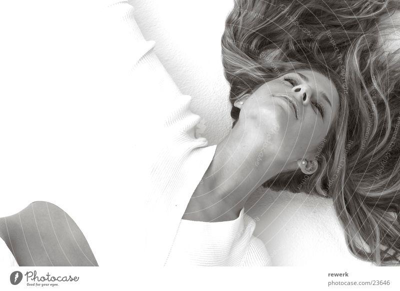 Haare auf Boden Frau weiß schön Haare & Frisuren liegen Bodenbelag Model Sepia Kinn bauchfrei Gesicht