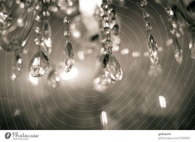 Glanz und Gloria Leuchter Kronleuchter Diamant Edelstein Deckenlampe Lampe Licht Lichtpunkt leuchten hell reich schön elegant Dekadenz Reichtum Glamour glänzend