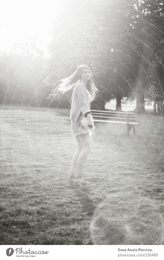 Man kann das Dasein zärtlich genießen elegant Stil Freude feminin Junge Frau Jugendliche 1 Mensch 18-30 Jahre Erwachsene Schönes Wetter Park Wiese Rock Kleid