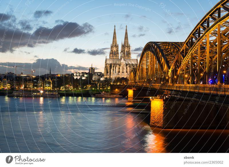 Köln Skyline Dom Sehenswürdigkeit Wahrzeichen Ferien & Urlaub & Reisen Deutschland Großstadt Cityscape Rhein Außenaufnahme Textfreiraum oben Abend