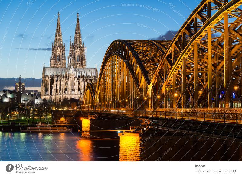 Hohenzollernbrücke Köln Skyline Dom Bauwerk Gebäude Architektur Sehenswürdigkeit Wahrzeichen Denkmal Ferien & Urlaub & Reisen Religion & Glaube Deutschland