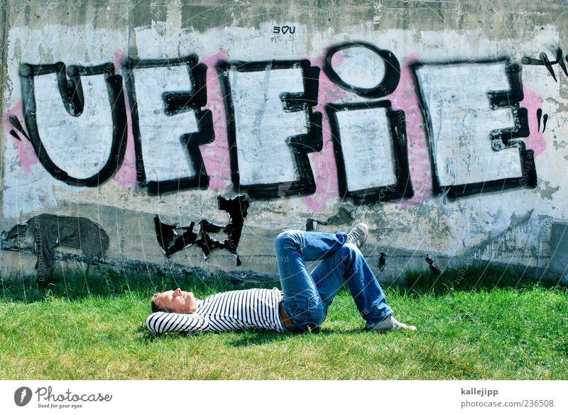 mittagspause Mensch Mann grün Erwachsene Erholung Leben Wiese Graffiti Zufriedenheit Freizeit & Hobby liegen maskulin Schriftzeichen Lifestyle Pause