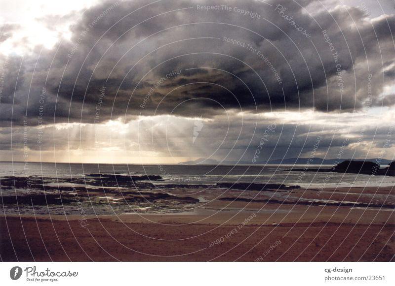 Meeresblick (bewölkt) in Irland Wasser Sonne Meer Strand Wolken Europa Republik Irland schlechtes Wetter