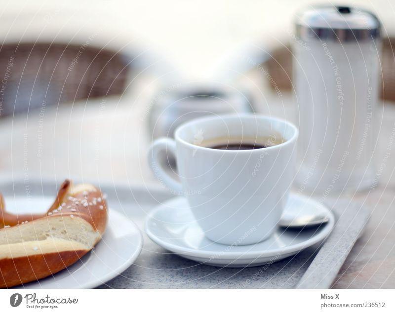 Lieblingsfrühstück weiß Ernährung Lebensmittel Tisch Getränk Kaffee heiß Café Appetit & Hunger Geschirr Tasse lecker Teller Zucker Backwaren Gastronomie