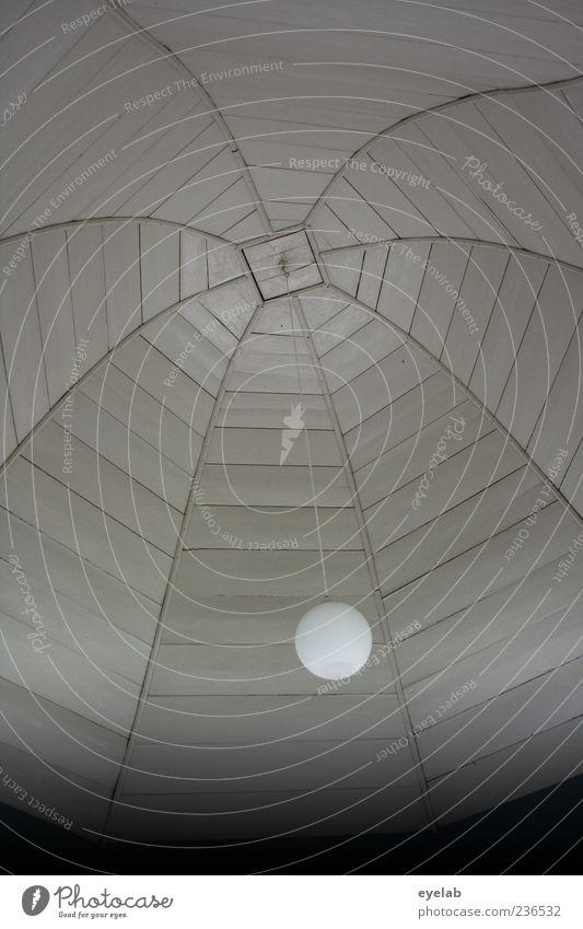 Nach Regen kommt Sonne Bauwerk Gebäude Architektur Holz Glas alt historisch grau weiß Decke Lampe Muster einfach einfarbig Schwarzweißfoto Innenaufnahme