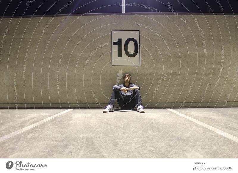 Allein unter Vielen Mensch Jugendliche Junger Mann 18-30 Jahre Erwachsene Wand Mauer außergewöhnlich maskulin Kultur einzigartig Jugendkultur Asphalt Jeanshose