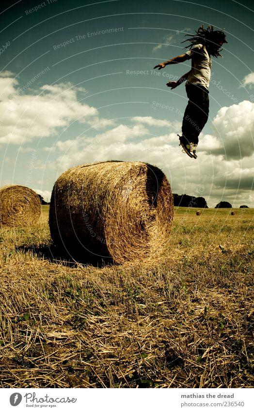 SUPER SAIYAJIN Mensch Himmel Natur Jugendliche Pflanze Sommer Wolken Erwachsene Umwelt Landschaft Wiese springen Stil Horizont Feld fliegen