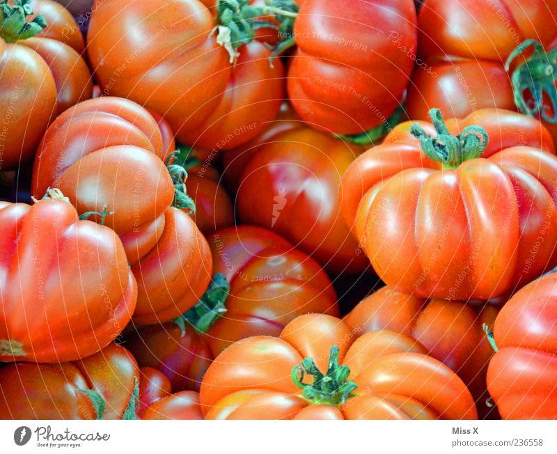 Tomaten rot Ernährung Lebensmittel Gesundheit frisch rund Gemüse lecker Bioprodukte saftig Vegetarische Ernährung Marktstand Muster Wochenmarkt Gemüseladen