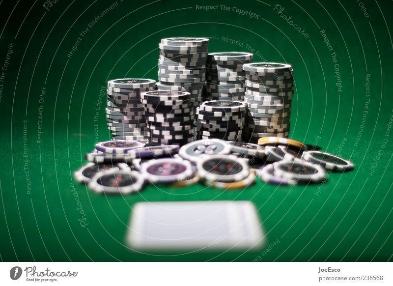 #236568 Spielen Nachtleben schön grün Coolness Übermut Hemmungslosigkeit verschwenden Glücksspiel Spielkasino Spielhalle Pokerchip Spielkarte Kartenspiel