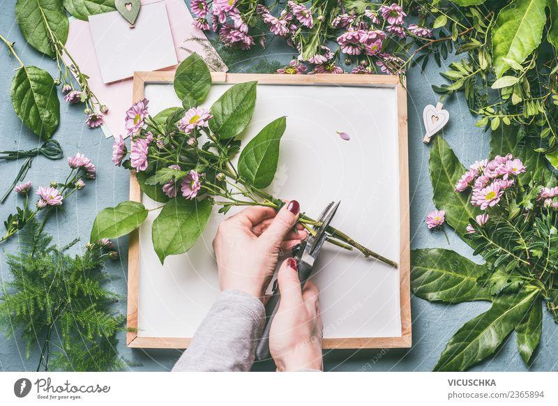 Hände machen Blumenstrauß kaufen Stil Design Freizeit & Hobby Tisch Feste & Feiern feminin Frau Erwachsene Hand Natur Pflanze Blatt Blüte