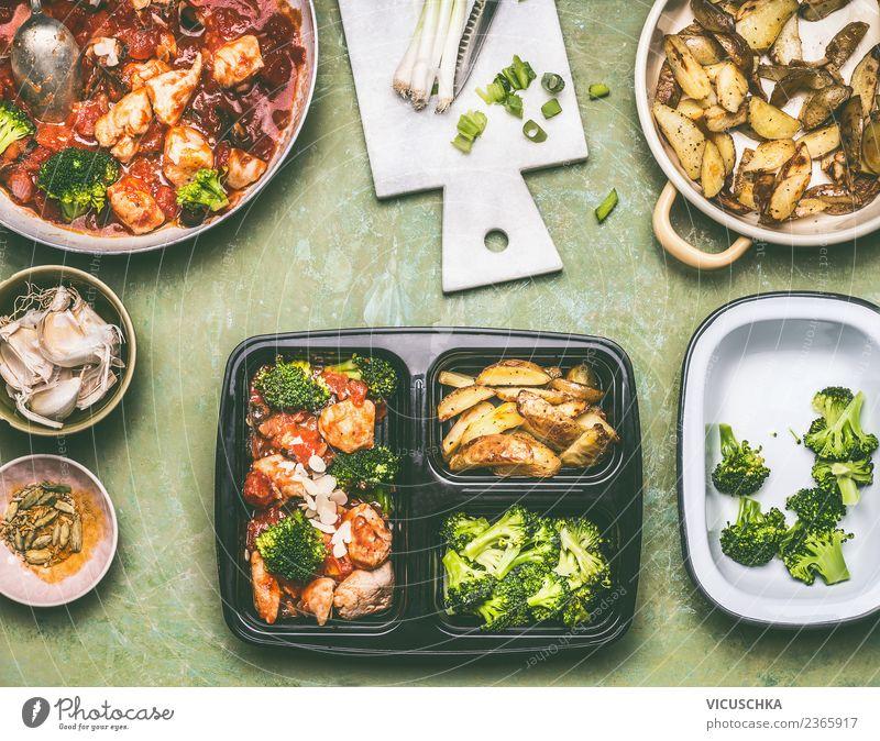 Gesundes Lunchbox für Mittagessen zubereiten Lebensmittel Fleisch Gemüse Salat Salatbeilage Ernährung Bioprodukte Diät Geschirr Stil Design Gesunde Ernährung
