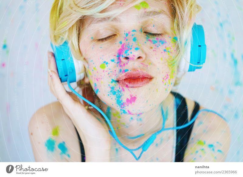 Mensch Jugendliche Junge Frau schön 18-30 Jahre Erwachsene Lifestyle Gefühle feminin Stil Kunst Stimmung Freizeit & Hobby träumen Musik Technik & Technologie