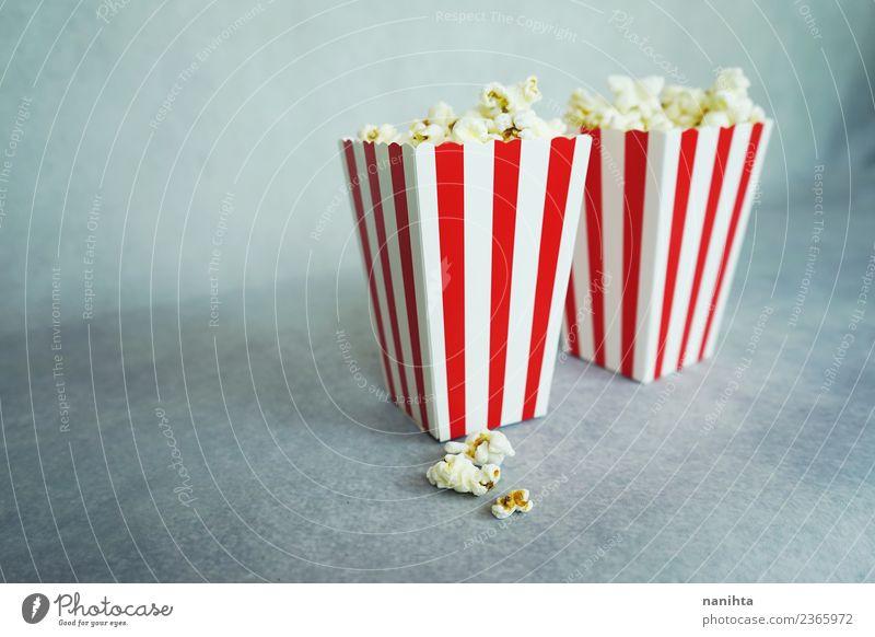 Zwei klassische Schachteln Popcorn Lebensmittel Popkorn Müsli Ernährung Vegetarische Ernährung Freizeit & Hobby Entertainment ausgehen Kultur Kino Streifen