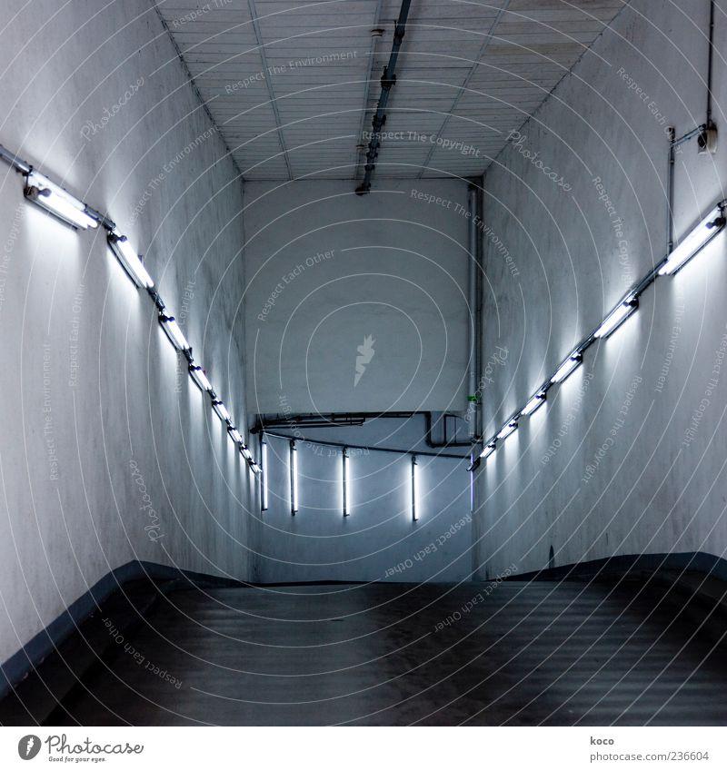 Joe's Garage blau weiß schwarz Straße kalt Wand grau Mauer Glas außergewöhnlich Beton Verkehr ästhetisch leuchten Coolness Tunnel