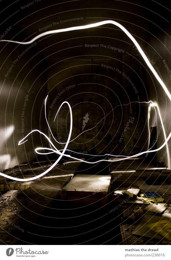 LICHTGEWUSEL alt weiß dunkel Gebäude Raum dreckig trist Bauwerk Lichtkunst Leuchtspur Lichtstreifen Lichtmalerei