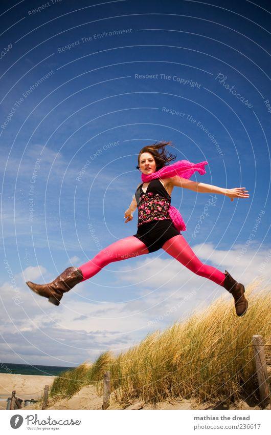 FLUGPHASE schön feminin Junge Frau Jugendliche 18-30 Jahre Erwachsene Himmel Wolken Schönes Wetter Mode Bekleidung Kleid Strumpfhose Schal fliegen springen
