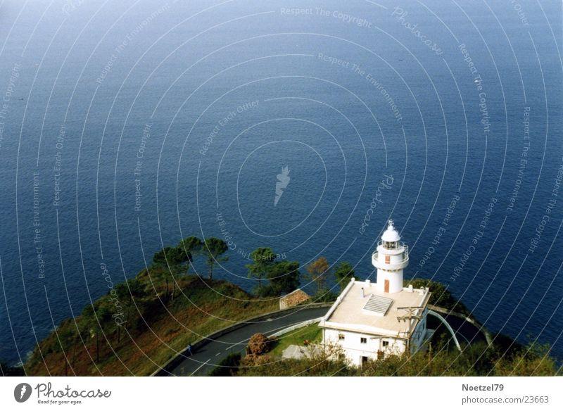 kleiner Leuchtturm Wasser Meer Küste Architektur
