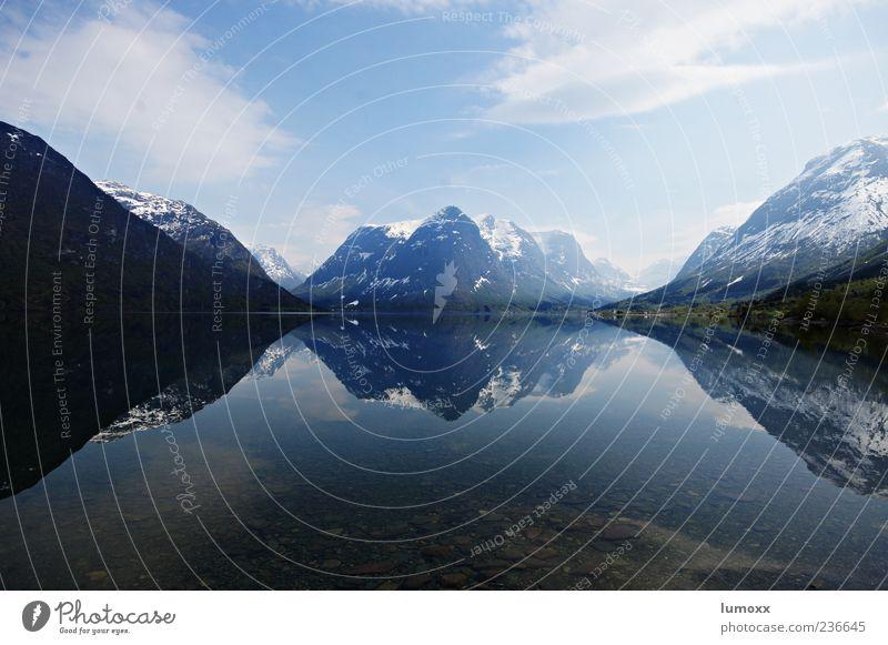 natures reflex Natur Landschaft Himmel Wolken Berge u. Gebirge Schneebedeckte Gipfel Küste Seeufer Fjord Norwegen Skandinavien Europa authentisch