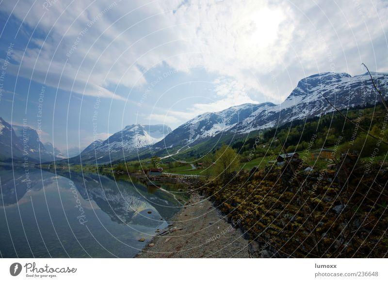 stopping at the spots we love the most Landschaft Wasser Himmel Wolken Gras Berge u. Gebirge Schneebedeckte Gipfel Küste Seeufer Fjord Norwegen Skandinavien
