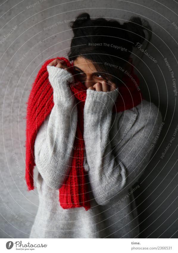 . Frau Mensch schön dunkel Erwachsene Leben Wand Traurigkeit feminin Mauer Haare & Frisuren Angst gefährlich beobachten entdecken festhalten
