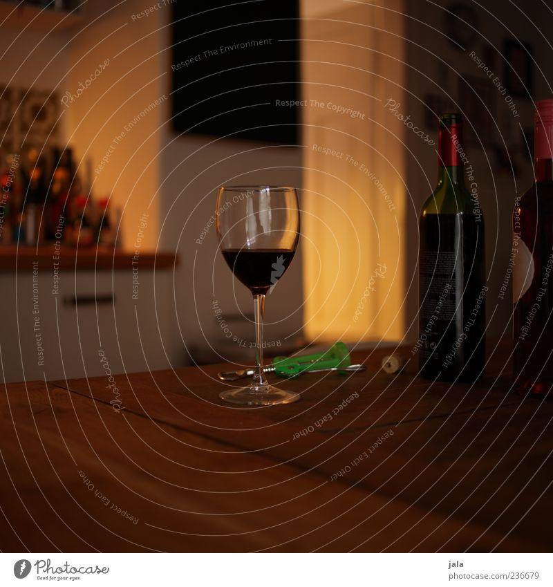 schönes wochenende! Getränk Alkohol Wein Flasche Glas Zufriedenheit Erholung Häusliches Leben Wohnung Tisch Küche Flüssigkeit lecker Farbfoto Innenaufnahme