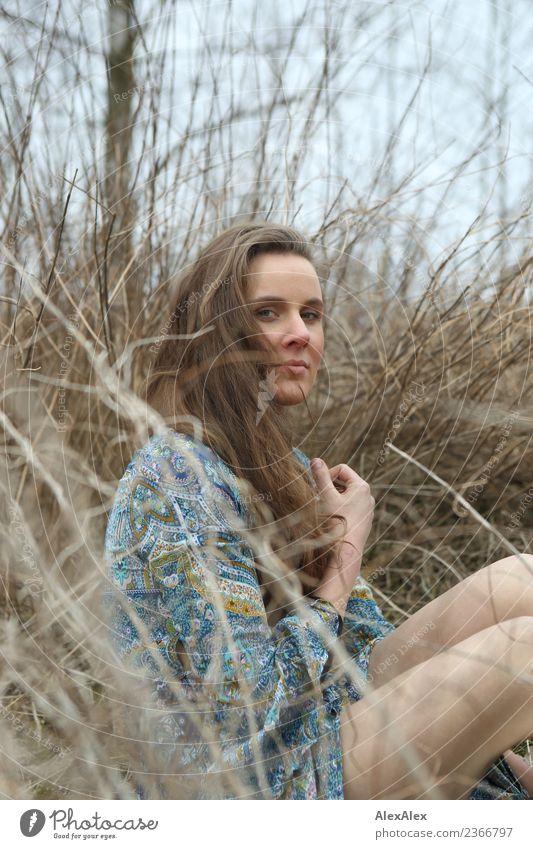 Versteckt Natur Jugendliche Junge Frau Pflanze schön Landschaft Baum 18-30 Jahre Gesicht Erwachsene Leben Umwelt natürlich Haare & Frisuren Ausflug