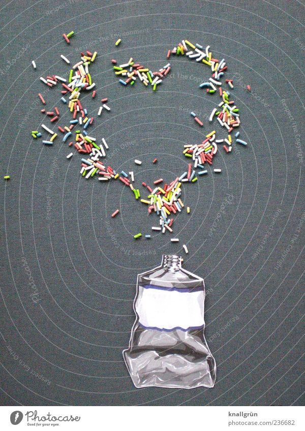 Drück auf die Tube! Lebensmittel Zuckerstreusel Herz Fröhlichkeit mehrfarbig grau weiß Gefühle Freude Kreativität Farbfoto Studioaufnahme Menschenleer