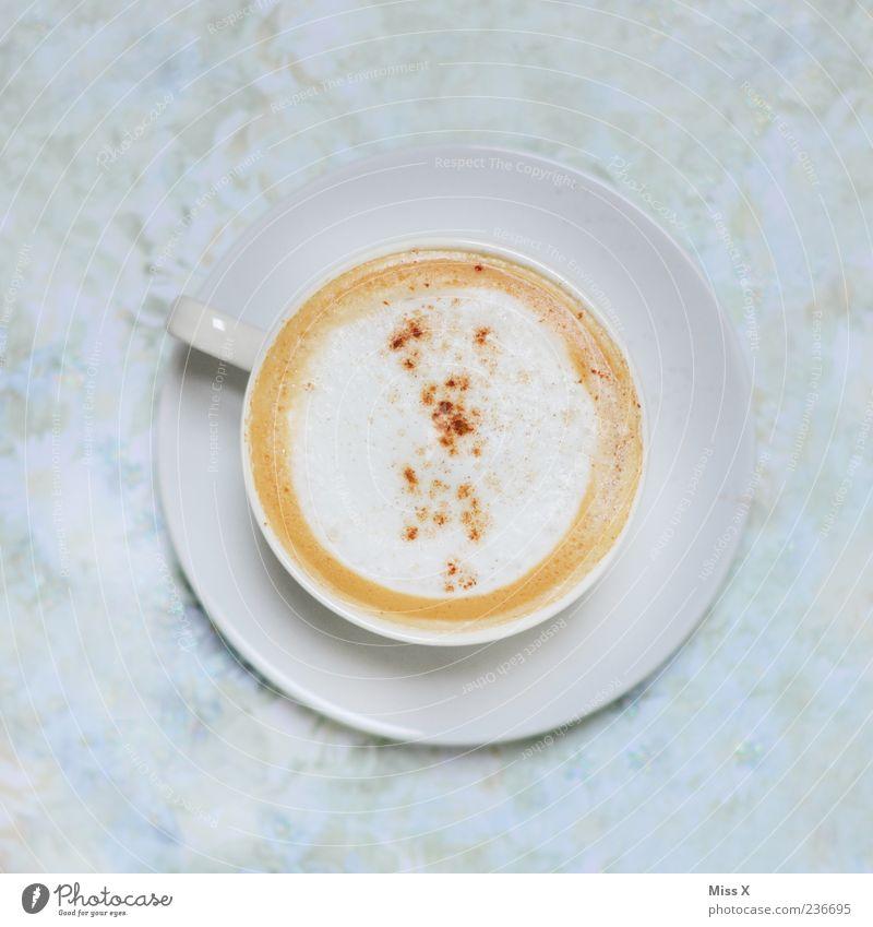 Wach bleiben ! Lebensmittel Getränk Heißgetränk Kaffee Tasse heiß lecker süß Milchschaum Untertasse Cappuccino Kaffeetasse Kaffeepause Kaffeetrinken Kaffeetisch