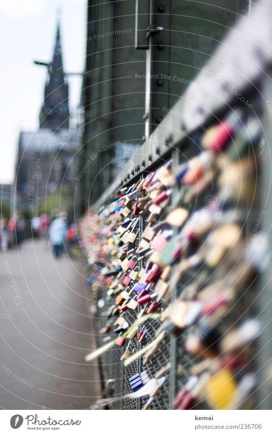 Ewige Liebe (für bitti) Stadt Gebäude Metall glänzend Kirche Brücke Romantik viele Bauwerk Zaun Köln Wahrzeichen Verliebtheit hängen Schloss Dom