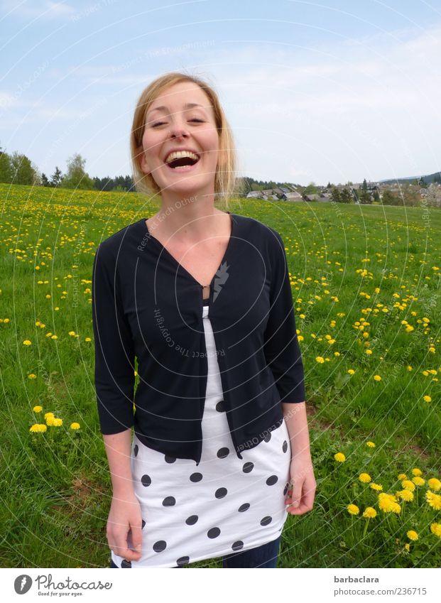 Schwarzwaldluft Mensch Natur Jugendliche Freude Erwachsene Wiese Leben Gefühle Frühling Glück lachen lustig Luft blond Junge Frau frisch
