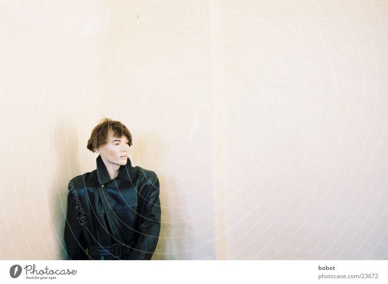 ... kuckindieLuft schwarz Ferne Wand Perspektive obskur Meinung beige Ausstellung Schaufensterpuppe