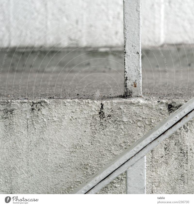 farblos alt weiß Wand grau Architektur Mauer Stein Gebäude Metall dreckig Beton Treppe Ecke trist Bauwerk Verfall